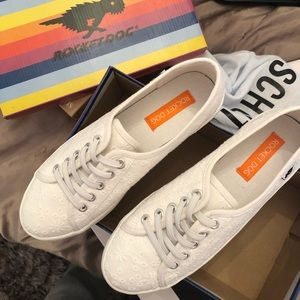 Rocket dog sneakers white never worn!! Size 8